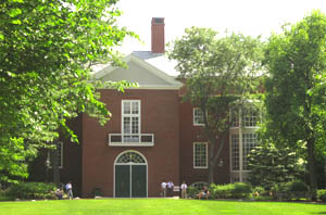 What all extra things does Harvard university looks in an MBA aspirant?